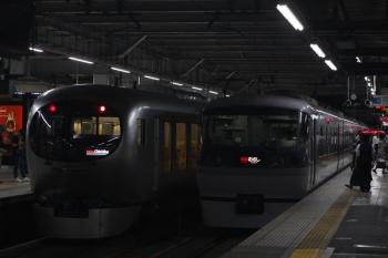 2019年7月29日。所沢。001-A編成の48レ(左)と10107Fの39レ。