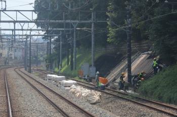 2019年8月2日 11時11分ころ。秋津〜所沢。法面の補強工事。大雨で崩れた所。