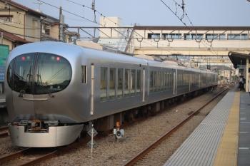 2019年8月2日。仏子。001-A編成の下り回送列車。中線に到着後すぐに出発信号機は進行を現示。いつものことではありますが、意図が不明な中線の着発です。