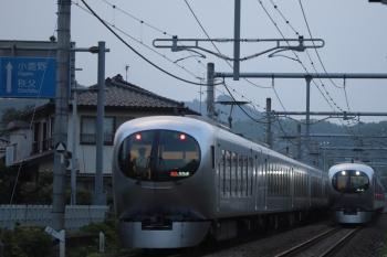 2019年8月2日 18時20分ころ。東飯能〜高麗。001-A編成の29レ(左)と001-C編成の上り回送列車。