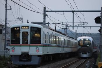 2019年8月2日 18時23分ころ。東飯能〜高麗。4013F+4003Fの各停 長瀞・三峰口ゆき6001レと001-C編成の上り回送列車。