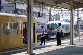2019年8月4日 15時33分ころ。西所沢。1番ホームへ到着する001-C編成の上り回送列車。