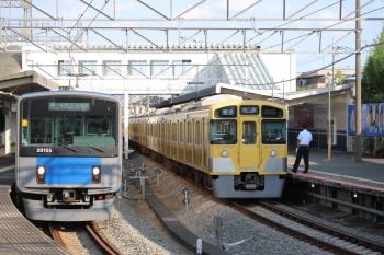2019年8月4日。西所沢。20155Fの8092レ(左)と2089Fの4358レ。