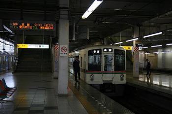 飯能駅で発車を待つ9時3分発の臨時・普通 高麗ゆき、4003F