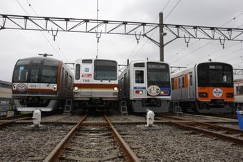2009年6月6日、東京メトロ新木場車両基地、副都心線開業1周年記念ヘッドマークをつけ車両4本の並び。