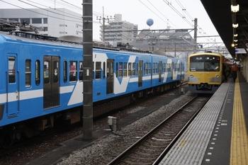 2009年6月22日、所沢、3003Fの5107レ(各停 飯能ゆき)と並んだ流鉄譲渡の2両。