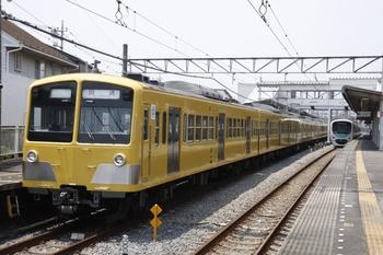 2009年6月27日 12時10分頃、西所沢、左が1番ホームに停車中の1241F+1247Fの上り回送列車。