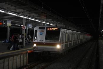 2009年7月5日 21時57分頃、西所沢、各停 西武球場前駅で到着するメトロ7029F。