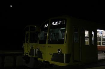 2009年7月5日 20時45分頃、西武球場前、並んだクハ1250とクハ2072。