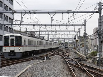 2009年7月11日、飯能、到着する1005レ用の上り回送の4007F+4023F。