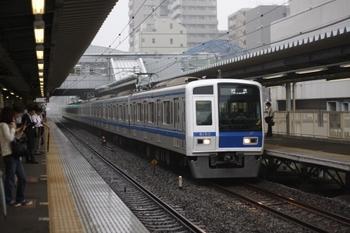 2009年7月22日、東久留米、7時1分頃通過の6153Fの下り回送列車。