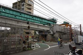 2009年8月11日、石神井公園駅、踏切の下り線側から下り線上り方を向いて撮影。