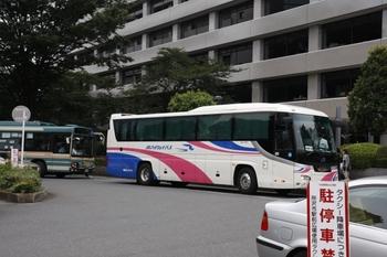 2009年8月1日、所沢駅東口駅前、西日本JRバスが見えます。