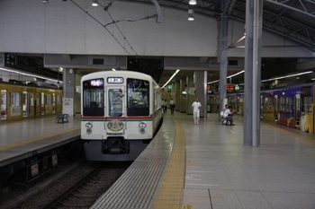 2009年8月2日、池袋、中央が発車を待つ1003レの4023Fほか。