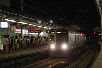 2009年8月8日 22時0分頃、狭山市、上りホームに到着する6101Fの下り回送列車。