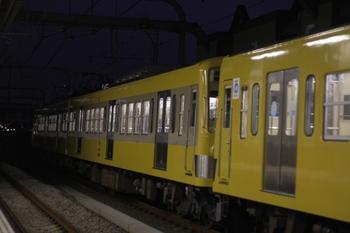 2009年8月13日 19時5分ころ、練馬、急行線で停車して発車を待つ271Fほかの上り回送列車。