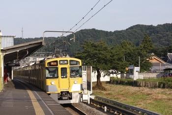2009年8月15日、元加治、到着するクハ2465ほかの2145レ。