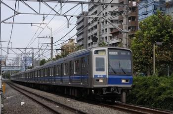 2009年8月20日、高田馬場~下落合、前面スカートなし6101Fの2802レ。