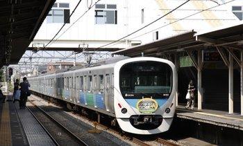 2009年8月29日 14時14分頃、所沢、新宿線上りの2番ホームから下り方に発車した38102Fの回送列車。