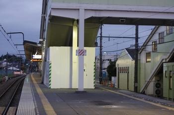 2009年9月3日、元加治、ホーム池袋寄りから駅中心を見る。