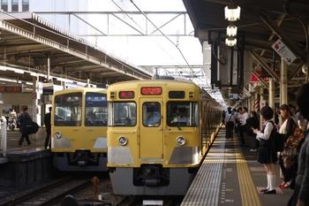 2009年9月10日、所沢、2003Fの2608レ(右)と5607レの(<-西武新宿)1309F+281F。