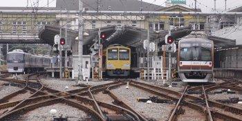 2009年9月21日 10時23分頃、飯能、左端に10105Fの上り回送列車が見えます。