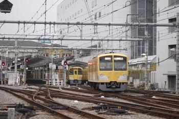 2009年9月21日 16時20分頃、飯能、特急ホームに入る1303Fの下り回送列車。