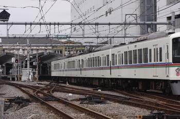 2009年9月21日 9時32分頃、飯能、入換標識の指示でゆっくりと入線する4011Fの上り回送列車。