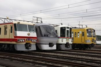 2009年10月4日、横瀬車両基地、留置線に並んだ展示車両。