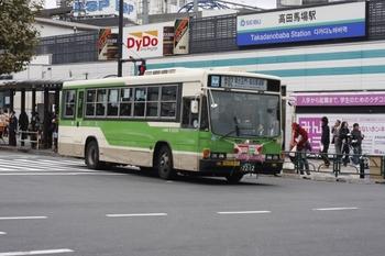2009年11月12日、高田馬場駅前、日の丸を前面に掲出した都バス。