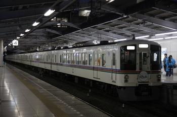 2009年11月15日 17時0分頃、飯能、5番ホームに停車中の4013F+4007Fの上り臨時列車。