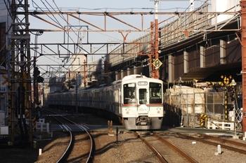 2009年11月15日 7時13分頃、石神井公園、4013F+4007Fの上り回送列車。