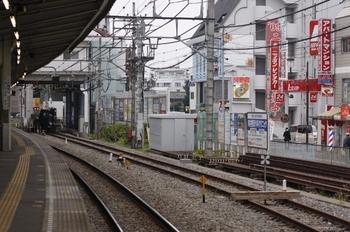 2009年11月22日、東村山、6番ホームの新宿方から本川越方を見たところ。