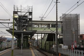 2009年11月22日、元加治、ホーム池袋方から跨線橋を撮影。