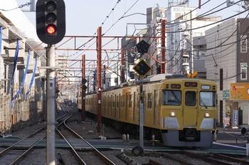 2009年11月23日、石神井公園、5645レ(各停 保谷ゆき)で到着する2005F。