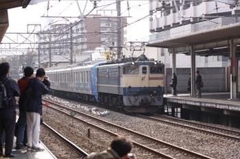 2009年11月29日 11時51分頃、西国分寺、EF65-1064+38107Fの貨物列車。