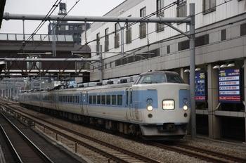 2009年12月9日 15時51分頃、高田馬場、183系の「修学旅行」列車。