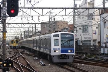 2009年12月12日 15時36分頃、小平、到着する6112Fの下り試運転列車。