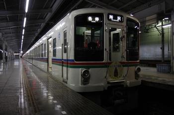 2009年12月4日 0時30分頃、飯能、発車を待つ4011Fほかの各停 所沢ゆき。