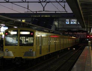 2009年12月18日 6時22分頃、所沢、通過する1249F+295Fの新宿線 上り回送列車。