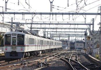 2009年12月20日、飯能、発車した4023F+4003Fの各停 三峰口・長瀞ゆき(1005レ?)。