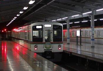 2009年12月28日 21時32分頃、飯能、2・3番ホームから発車した4009Fの下り回送列車。
