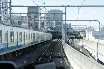 2009年12月4日 11時43分頃、練馬、発車した上り準急の車内から駅構内を撮影。