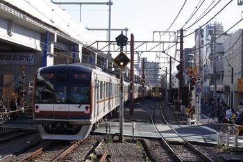 2009年12月4日 9時18分ころ、石神井公園、中線から発車したメトロ10015Fの各停 池袋ゆき