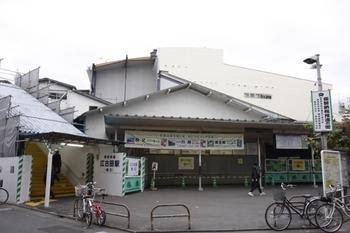 2010年1月11日、江古田、駅南側。