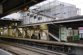 2010年1月11日、江古田、上りホーム飯能方から下りホームを撮影。