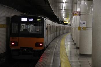 2010年1月17日、市ヶ谷、発車した和光市ゆきの東武50070系。