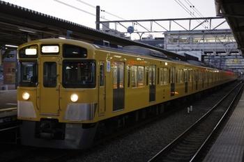 2010年1月18日、所沢、4番ホームから発車する2063Fの上り回送列車。
