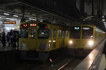 2010年1月20日、所沢、左が5841レの2077F。