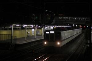 2010年1月26日 21時20分ころ、仏子、中線から発車する4015Fの下り回送列車。